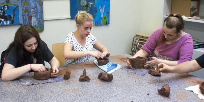 Klasa 3TE na zajęciach z ceramiki