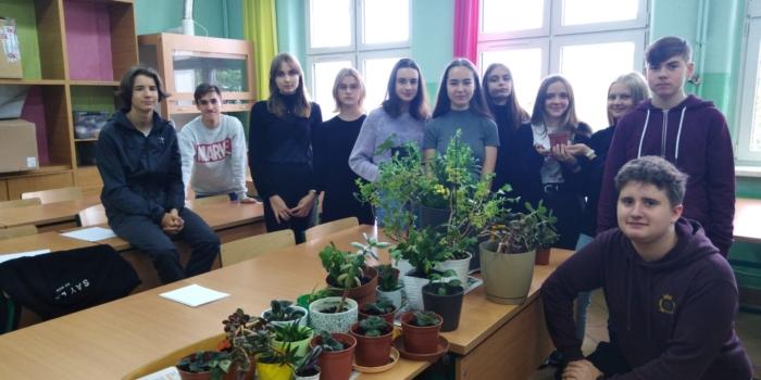 Tydzień Szczęścia w Szkole: Warsztaty sadzenia kwiatów technika ochrony środowiska